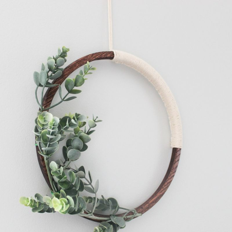 completed simple modern wreath