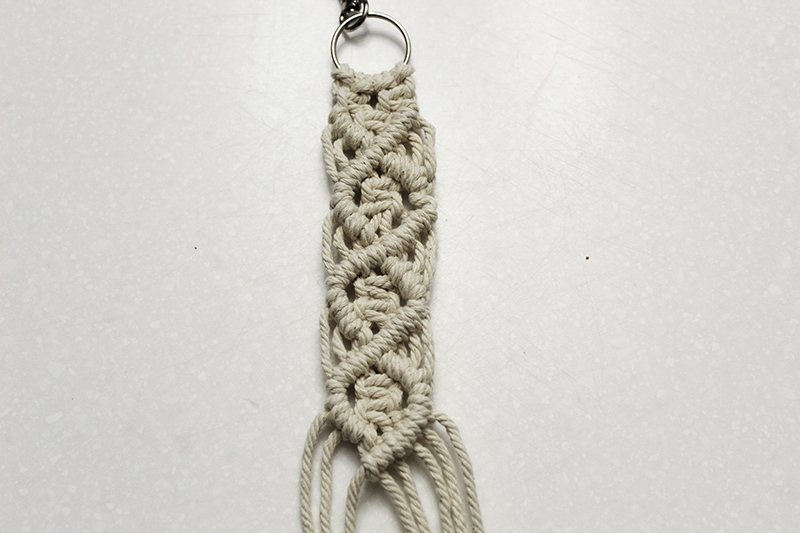 macrame keychain with square knots and double half hitch knots