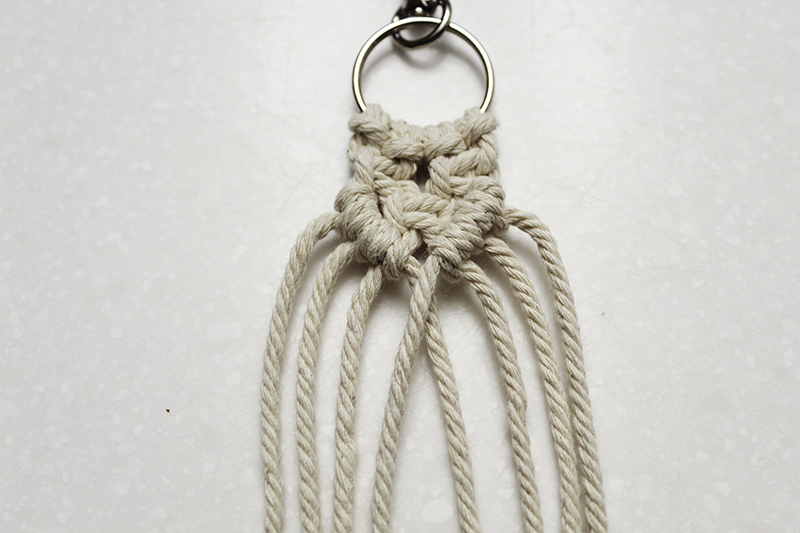 macrame keychain with square knots and half hitch knots